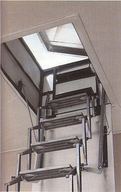Casas prefabricadas madera escaleras de techo escamoteables for Escaleras para buhardillas plegables